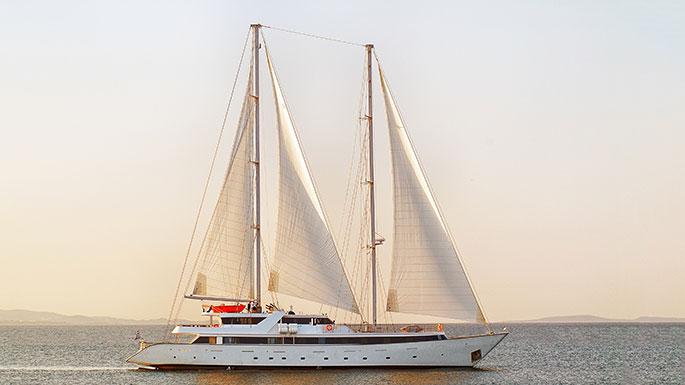 Lindblad Expeditions, Cuba, Panorama II yacht