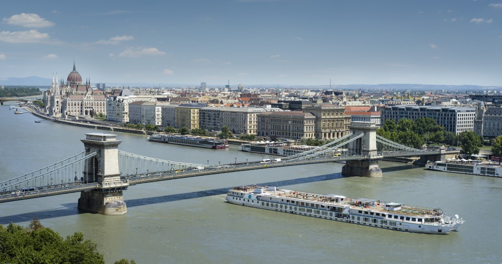 Crystal Mozart, Budapest, Danube River